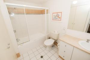 A bathroom at Sanctuary Lake Apartments