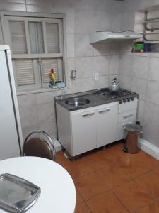 A kitchen or kitchenette at Residencial Menino Deus