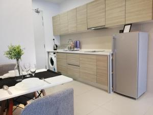 A kitchen or kitchenette at I City Residence, 2 Bedroom 4-6 Pax unit, Walking to Theme n Water Park & Shopping Mall