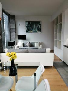 A seating area at Royal William Yard Apartment