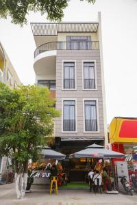 The Rooster Café, Dormitory & Studio