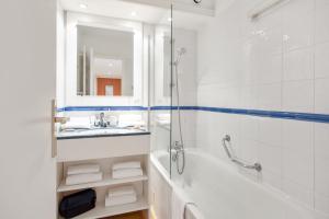 Salle de bains dans l'établissement Résidence Pierre & Vacances Les Rivages Du Parc
