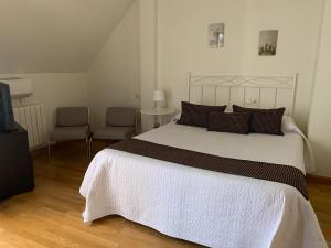 Ein Bett oder Betten in einem Zimmer der Unterkunft Aticos de Valdesierra