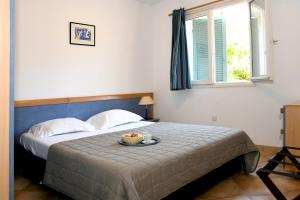 A bed or beds in a room at Adonis Borgo - Résidence Cala Bianca