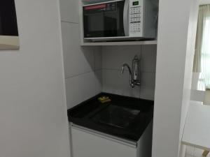 A kitchen or kitchenette at Apartamento Barra de São Miguel