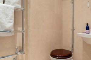 Ein Badezimmer in der Unterkunft Kensington - 3 Bedroom - Family Flat