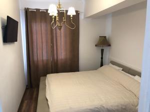 Un pat sau paturi într-o cameră la Little White House