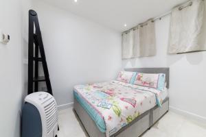 Ein Bett oder Betten in einem Zimmer der Unterkunft Small house in Marylebone@London