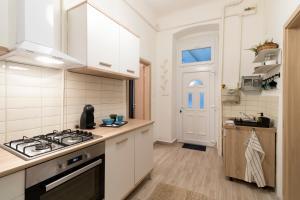 Küche/Küchenzeile in der Unterkunft Charming apartment close to city centre