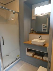 A bathroom at Dday449