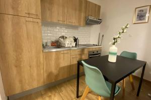 A kitchen or kitchenette at apartement city center mons