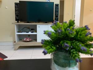 A television and/or entertainment centre at Fullhouse