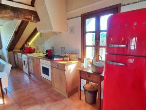 Una cocina o zona de cocina en Apartamentos El Rincón de Usana
