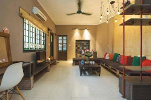 2 bedrooms, 2 bathrooms, large living room and kitchen for maximum 8pp - Balcony-1min walk to HoanKiem lake-Old Quarter