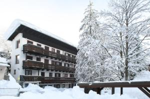 Appartementhaus Tirolerheim during the winter
