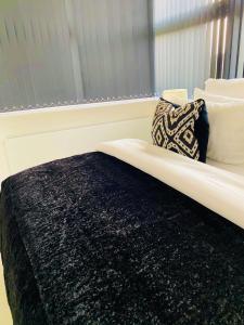 Ein Bett oder Betten in einem Zimmer der Unterkunft Thor House, Flat 2