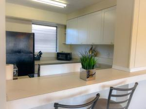 A kitchen or kitchenette at Waikiki Paradise for Families & Friends