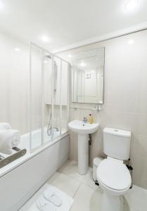 Ein Badezimmer in der Unterkunft 23 Courtfield Gardens