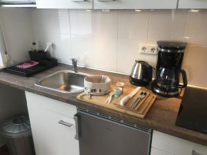 Küche/Küchenzeile in der Unterkunft Kirchseeblick 5&6