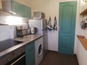 Cuisine ou kitchenette dans l'établissement Maison Normande proche de la mer et des commodités