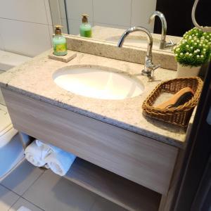 A bathroom at Suites em Boa Viagem