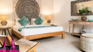 A bed or beds in a room at Seminyak White Design Villa