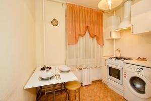 A kitchen or kitchenette at KvartiraSvobodna Tverskaya