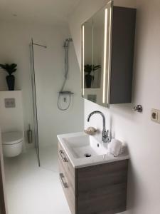 Een badkamer bij Wadanders