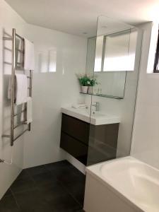 A bathroom at Bougainvillea Gold Coast Holiday Apartments