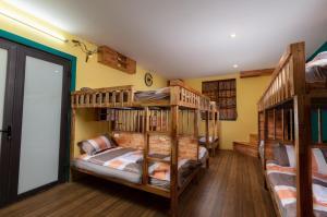Dorm Room 12 Beds