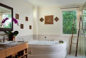 A bathroom at Anantara Vacation Club Legian