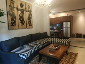 A seating area at Saka Umah 2 Bedroom with private pool
