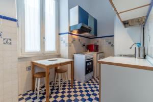 A kitchen or kitchenette at Core de Roma Apartment