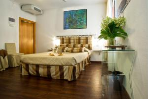 A bed or beds in a room at Albergo Marin
