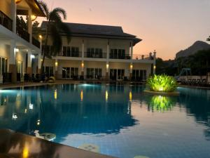 Der Swimmingpool an oder in der Nähe von Nadivana Serviced Apartments