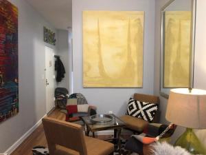 A seating area at Your Home in Harlem