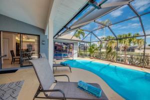 Der Swimmingpool an oder in der Nähe von Villa Sunset Cape Coral