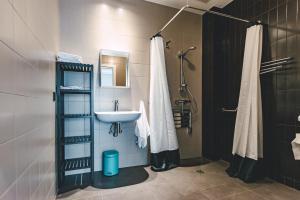 Un baño de Apartamentos Salbide Zarautz