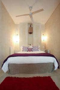 A bed or beds in a room at Apartamentos Caravane
