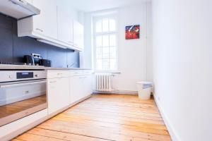 A kitchen or kitchenette at Brugmann Square Apartments
