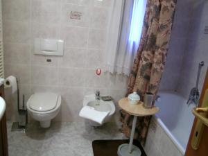 A bathroom at Grimaldi Apartments Cannaregio