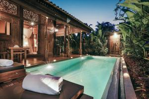 The swimming pool at or close to Candy Villa