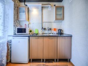 Кухня или мини-кухня в Двухкомнатная квартирка на Большой морской