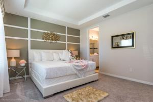 A bed or beds in a room at EV260344 - Solara Resort - 5 Bed 4.5 Baths Townhouse