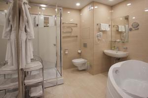 A bathroom at Vladykino Apart-Hotel