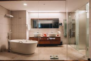 Phòng tắm tại Intercontinental Residence Saigon
