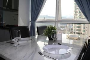A restaurant or other place to eat at Hejmo Suites at Georgetown Penang