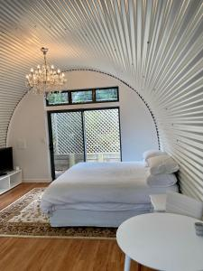 A bed or beds in a room at Secret Garden Couples Retreat