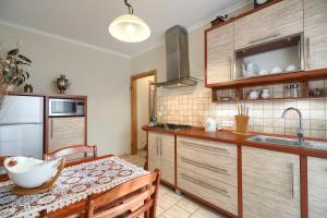 Kuchnia lub aneks kuchenny w obiekcie Koral