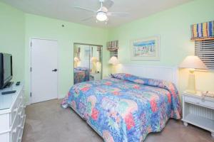 A bed or beds in a room at TOPS'L Tides II